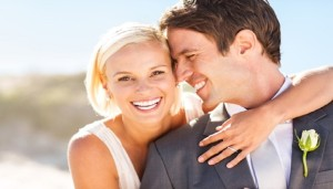 teeth-whitening-bride-and-groom-smiling